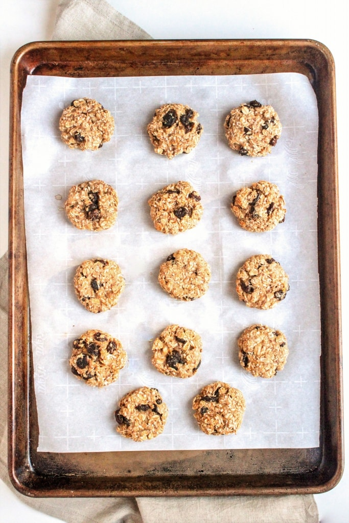 Oatmeal Banana Coconut Cookies - the perfect healthy grab and go snack! Great for lunchbox treats or workout fuel. 100% whole wheat and refined sugar-free!