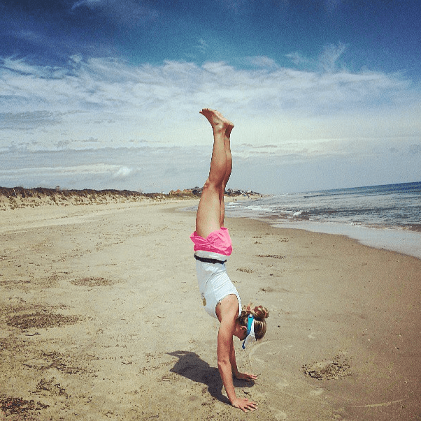 handstand_on_the_beach