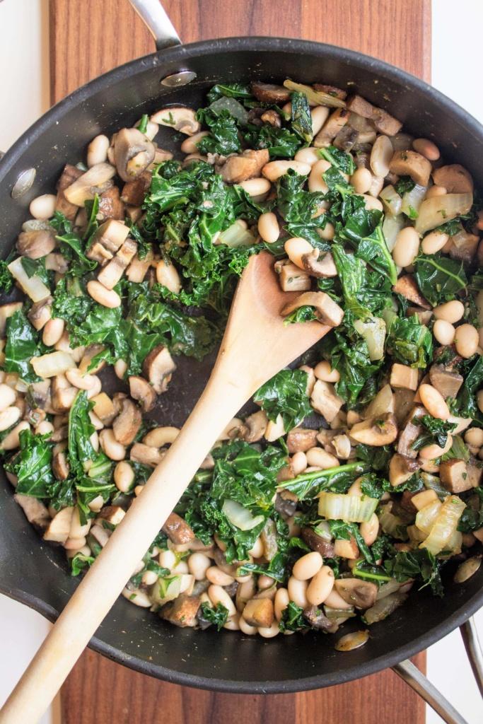 "how to make ""Cheesy"" Vegan Mushroom Quinoa"
