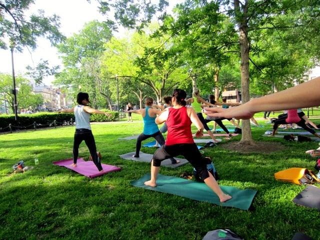 Minimalist Classroom Yoga ~ Free outdoor dupont circle yoga sushi italy bound