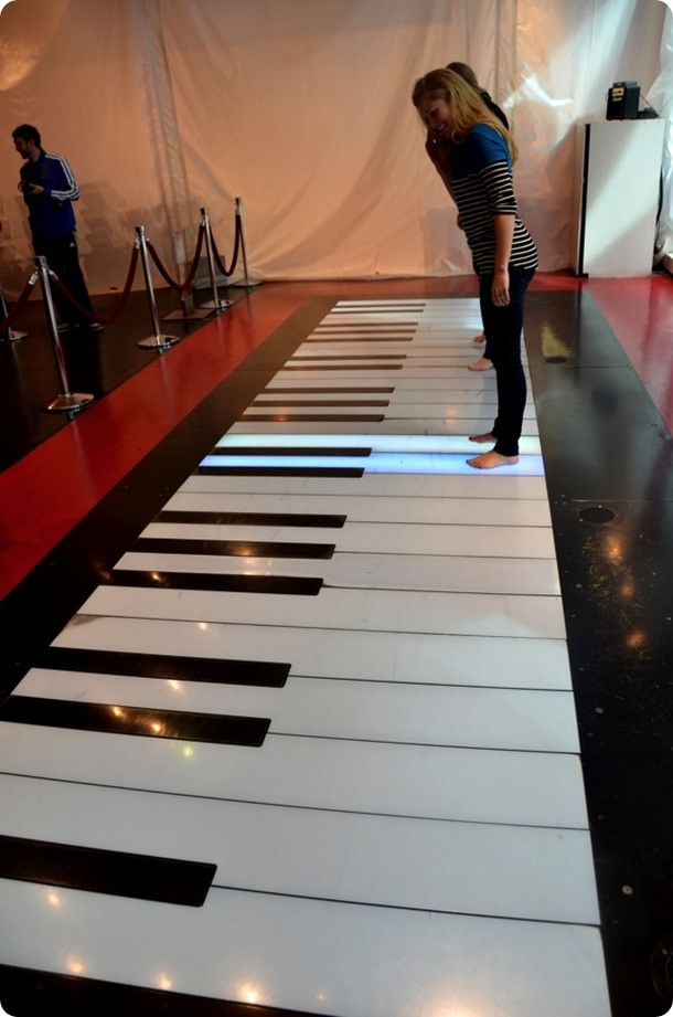 fao schwartz giant piano