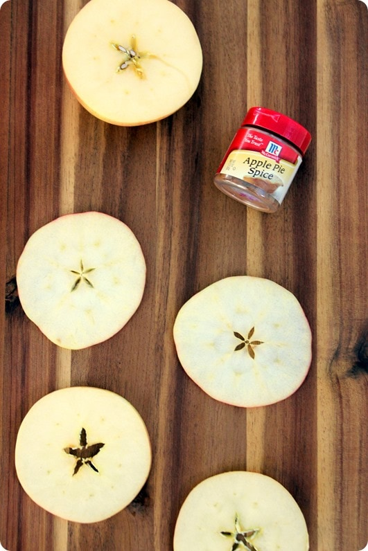 how to make baked apple chips in the oven