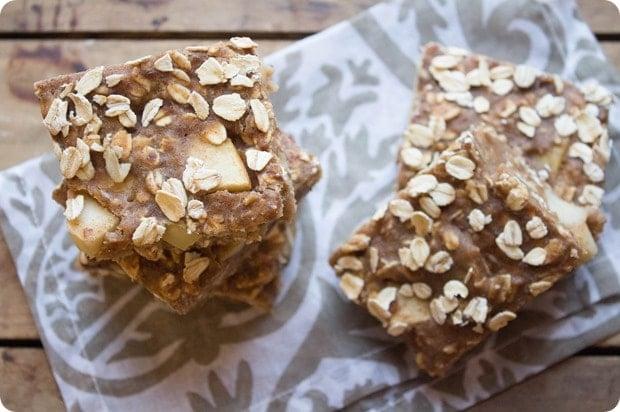 baked apple cinnamon oat bars