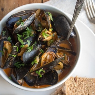 Mussels in Creamy Fennel Tomato Broth