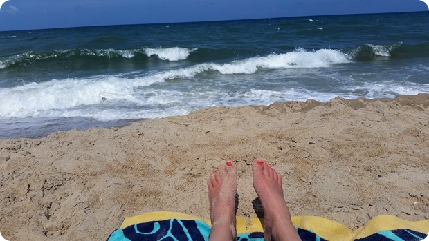 beach obx toes