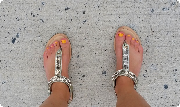 yellow toe nail polish