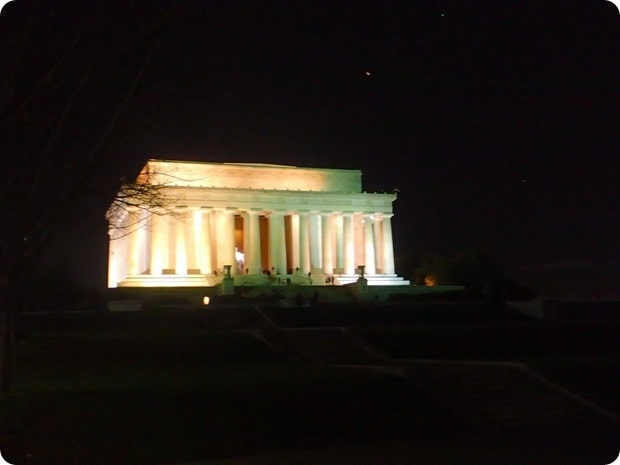 lincoln memorial nighttime