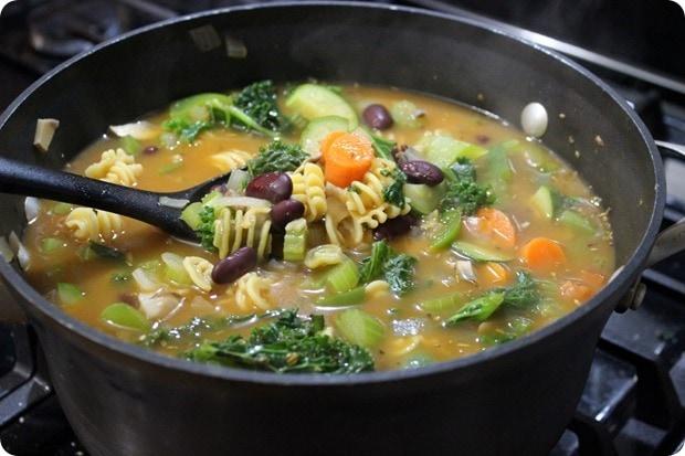 easy veggie minestrone soup recipe