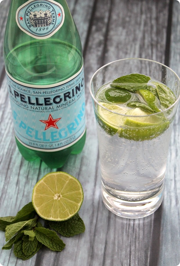 sparkling water with lime and mint
