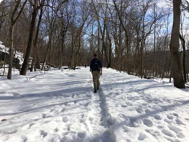 hiking great falls park in the snow