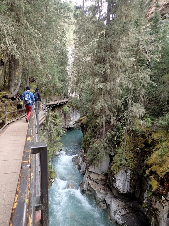 Hiking johnson canyon and ink pots in banff for Johnston canyon cabins