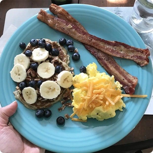 healthy balanced breakfast
