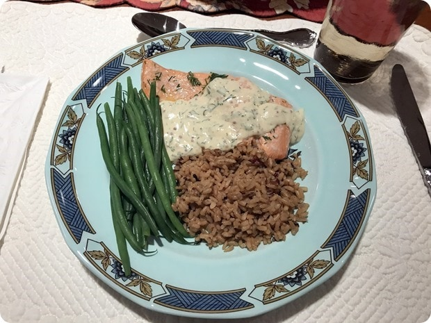 salmon with yogurt dill sauce
