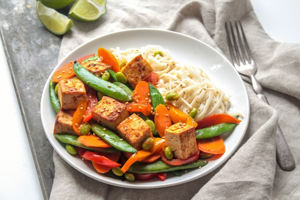 tofu Stir Fry with Sriracha and Veggies! From @fannetasticfood's Mix & Match Stir Fry Recipes: Choose your favorite protein, veggies, and sauce for a delicious one-pan 15-minute dinner! The stir fry combinations are endless! #stirfry #healthydinner #onepotmeal #healthyrecipes