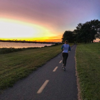 mt vernon trail running at sunrise