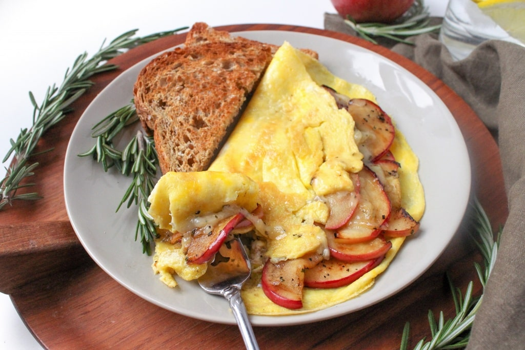 apple cheddar omelette easy recipe