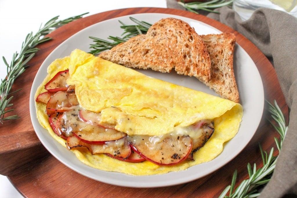 apple cheddar omelet recipe