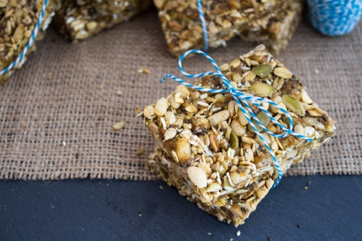 No Bake Peanut Butter Granola Bars - a fast, easy, and healthy on the go portable snack. Recipe via @fANNEtasticfood blog