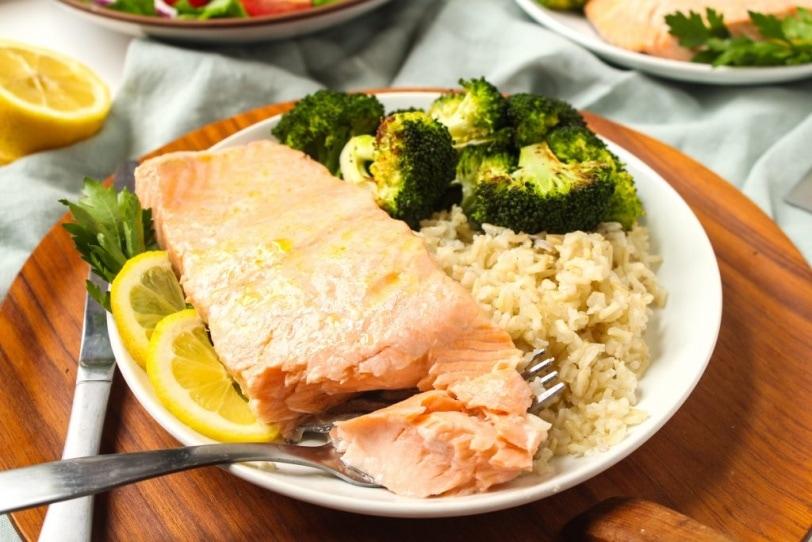 lemon baked salmon with brown rice and broccoli