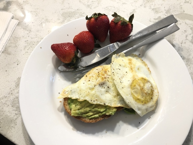 avocado toast with fried eggs and strawberries
