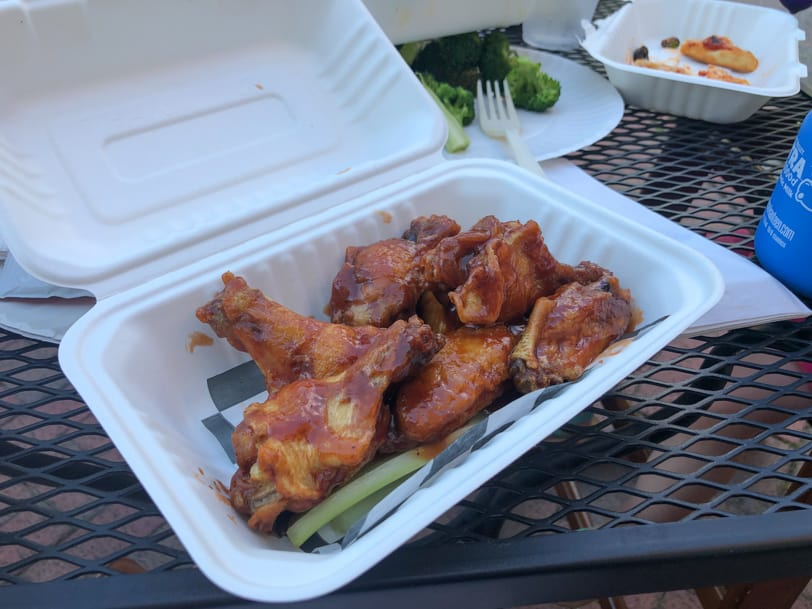 wings outside at del ray pizza