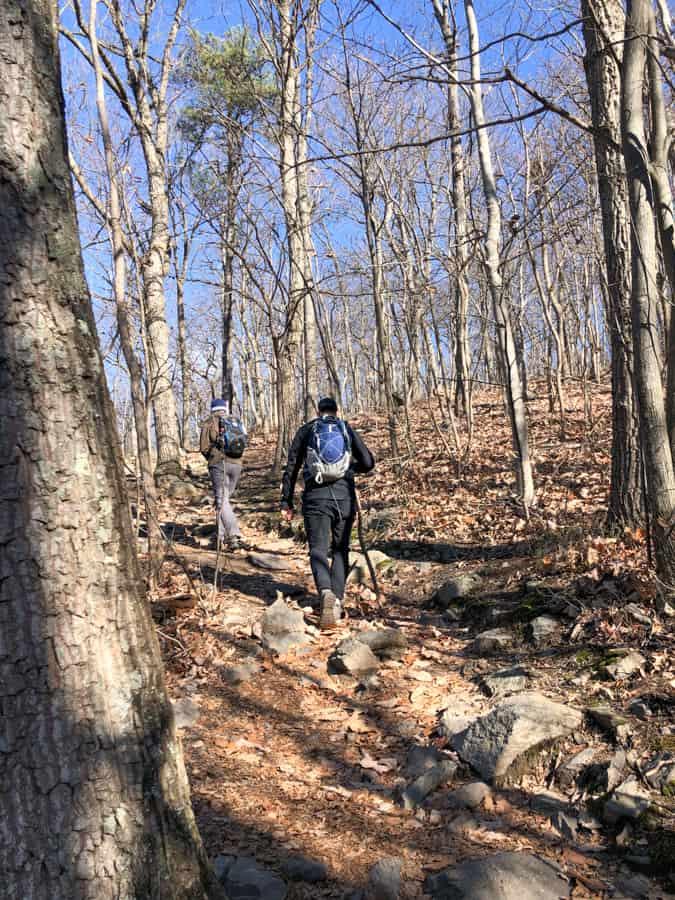 hiking raven rocks in december