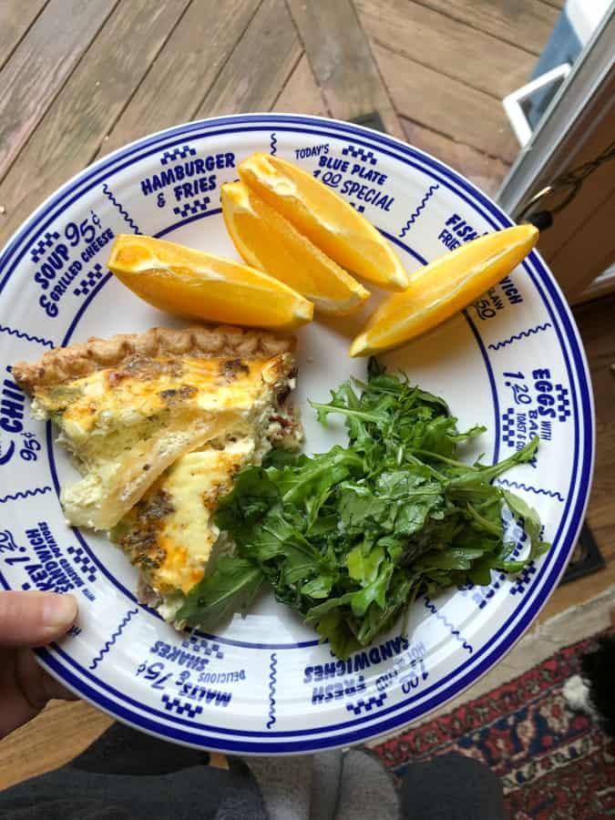 quiche with arugula salad and orange slices