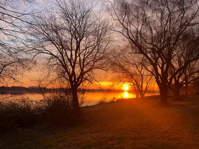 sunrise from mt. vernon trail