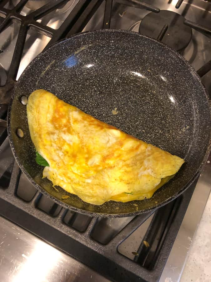egg cheese and spinach omelette