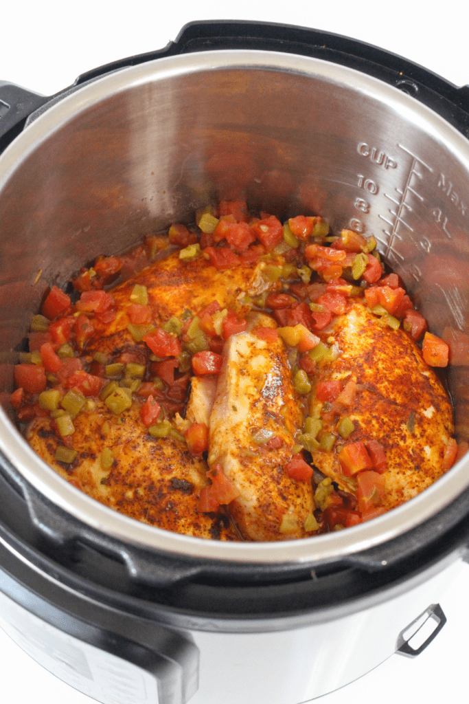 chicken breasts with tomatoes and chilies in the pressure cooker