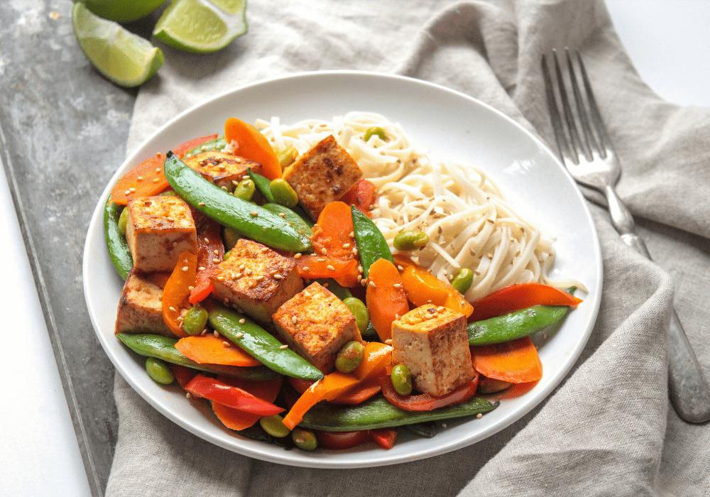 crispy tofu stir fry with sriracha sauce